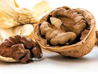 Cinnamon Vanilla Glazed Walnuts